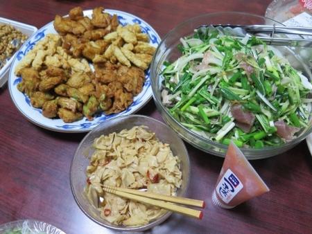 刺身と薬味のサラダ、さつま揚げ、そばorきしめん、メンマ