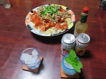 豚しょうが焼きトマト&チョリソーパスタ、ベリーモヒート