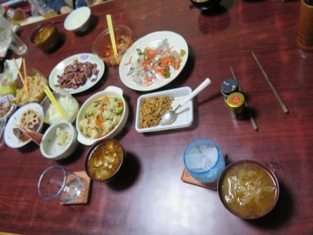 しめ鯖、馬いカルビ、豚肉とタマネギの味噌汁