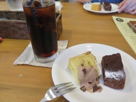 いもねこさん 食後のケーキとアイスコーヒー