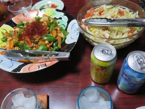 とりささみのざく切りチンジャオロースー風、キャベツ・ツナ・オニオン・トマトのサラダ