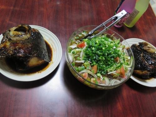 マグロ兜焼き、モズク酢サラダ仕立て