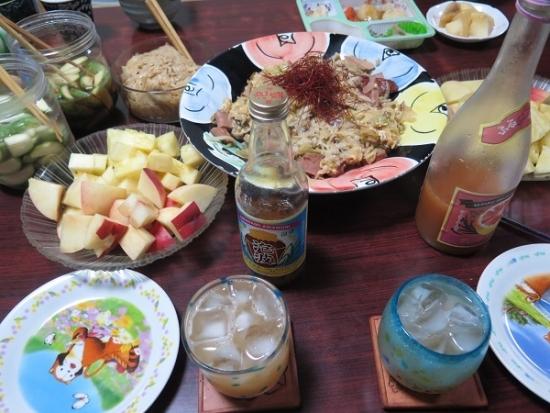 桃とパインのある食卓