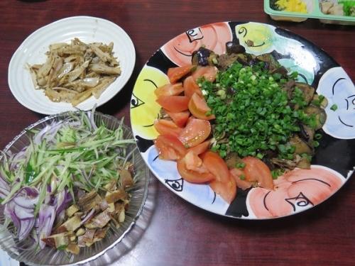 プルコギ、鱒の燻製サラダ、ヤゲン軟骨