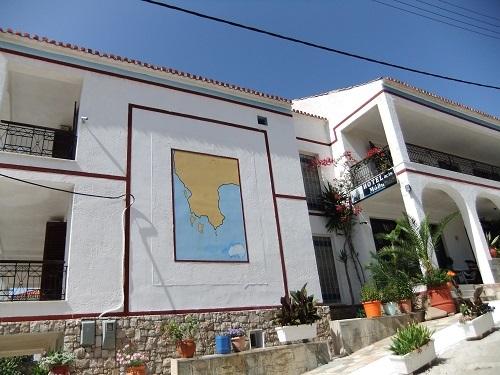 メトーニ_ホテルの壁の地図