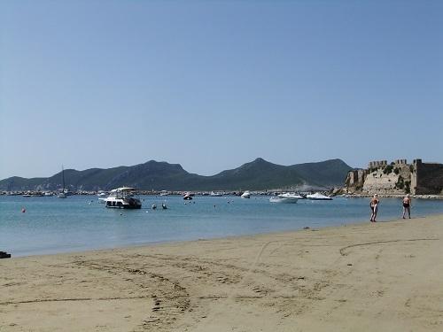 メトーニ_城の前の海岸 (2)