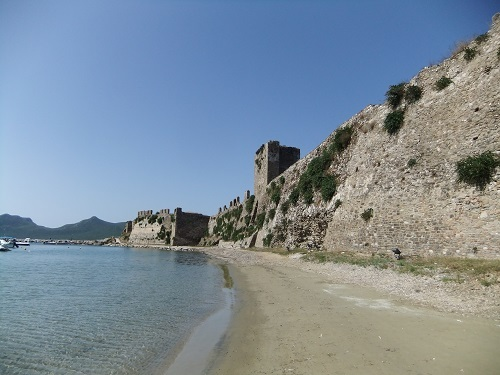 メトーニ_城の前の海岸 (3)
