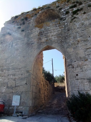 コローニ_カストロの門