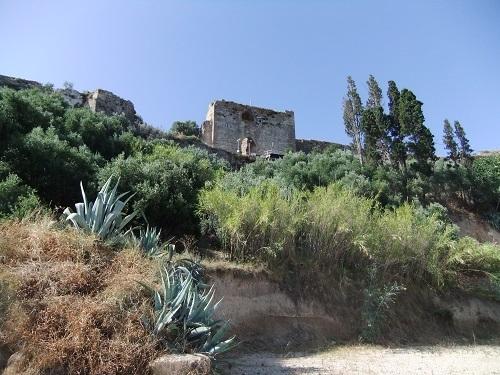 コローニ_海側から見た城壁 (1)