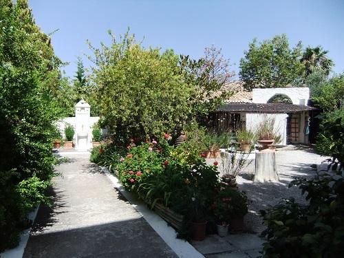 コローニ_修道院の中庭