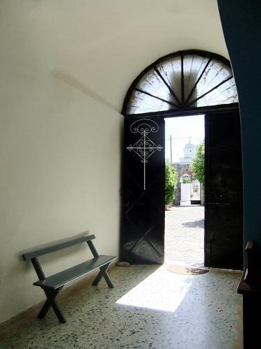 コローニ_修道院の涼しい入り口