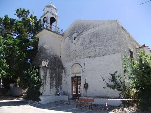 コローニ_カストロ内の廃墟の教会