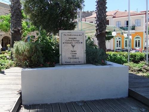 コローニ_広場の記念碑