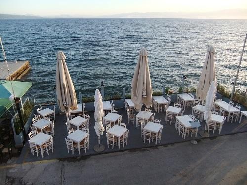 コローニ_部屋から見下ろす海