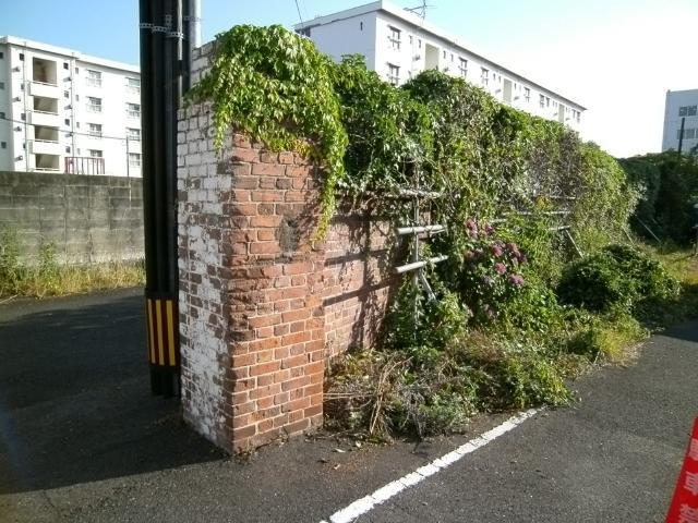 干尽謎のレンガ塀 (2)