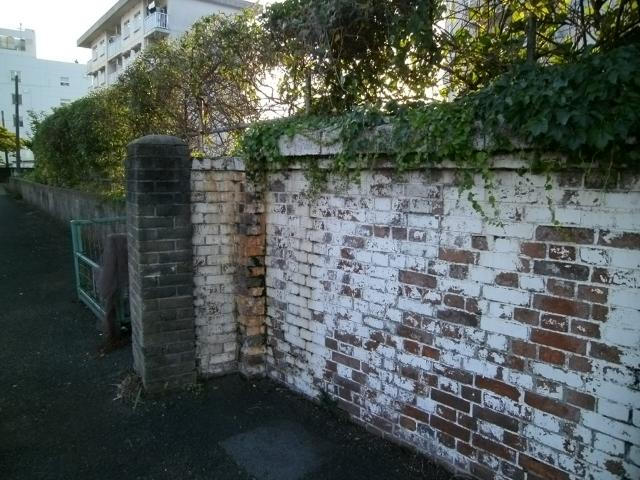 干尽謎のレンガ塀 (4)