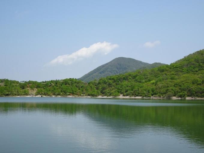 小沼水門から黒檜山