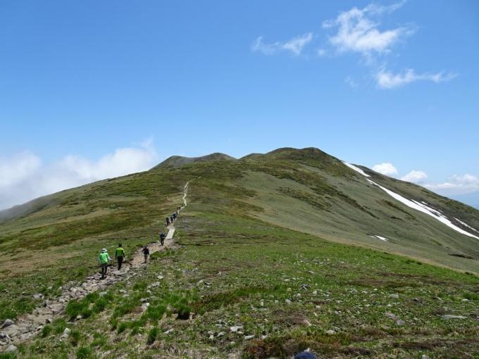 鞍部から仙の倉山