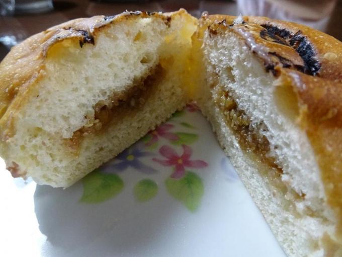 クルミ入りみそパン