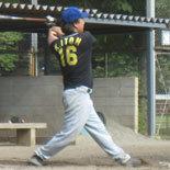 3回裏、伊藤幸が二塁打を放つ