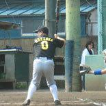 3回表、村岡が2点適時三塁打を放つ