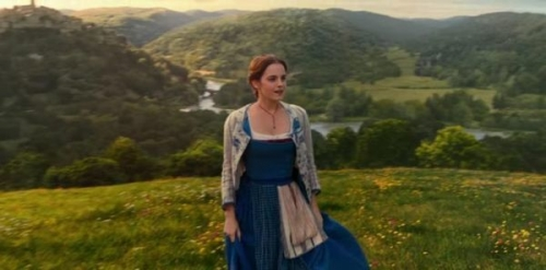 emma-watsons-y-necklace-in-beauty-and-the-beast-2017-1.jpg