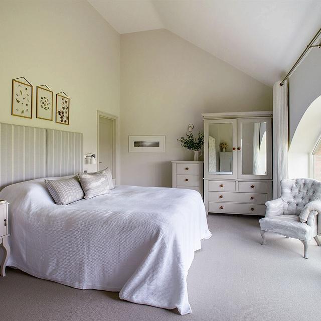 Bedroom-2-CHI-May-17-p38-Glencross-house-tour_20170809071706105.jpg