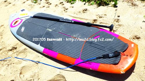 201705 ハワイでスタンドアップパドル。レンタルしたSUPボード。
