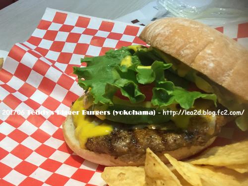 201705 ワールドポーターズのTeddy's Bigger Burgers で食べる