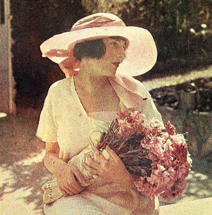 Bibi-Lartigue-Cap-dAntibes-1920s-French-makeup-look.jpg