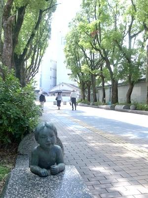 枚方市役所沿道子ども像1708