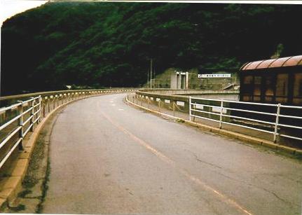 奈川渡ダム 堤防上
