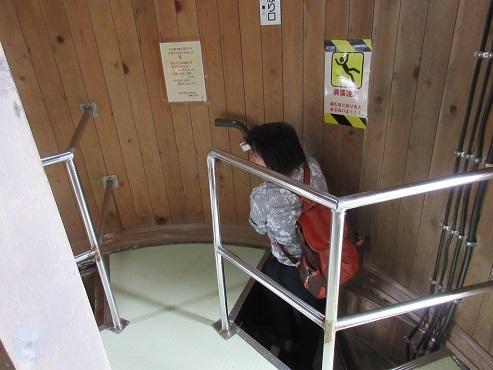 16 灯台内の階段上部