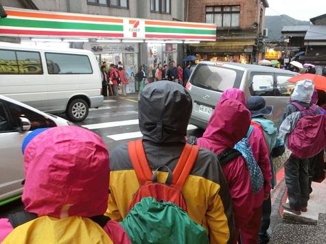 19 九份老街のバス停前