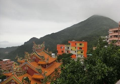 26 雨に煙る基隆山頂上