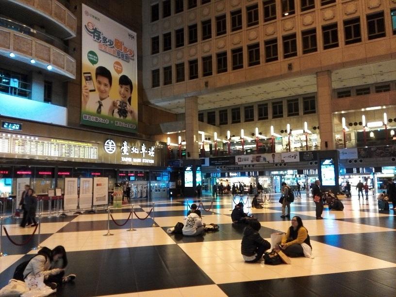 13 台北駅 中