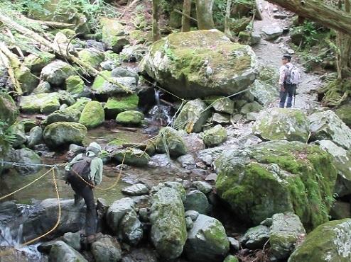 2 明神谷を登る