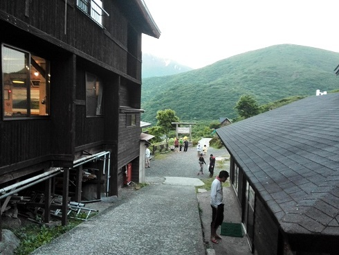 2 法華院温泉山荘