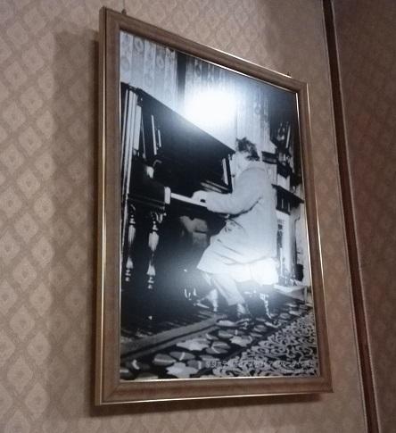 9 アインシュタインの弾いたピアノ 写真
