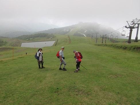9 蓬莱山を下る