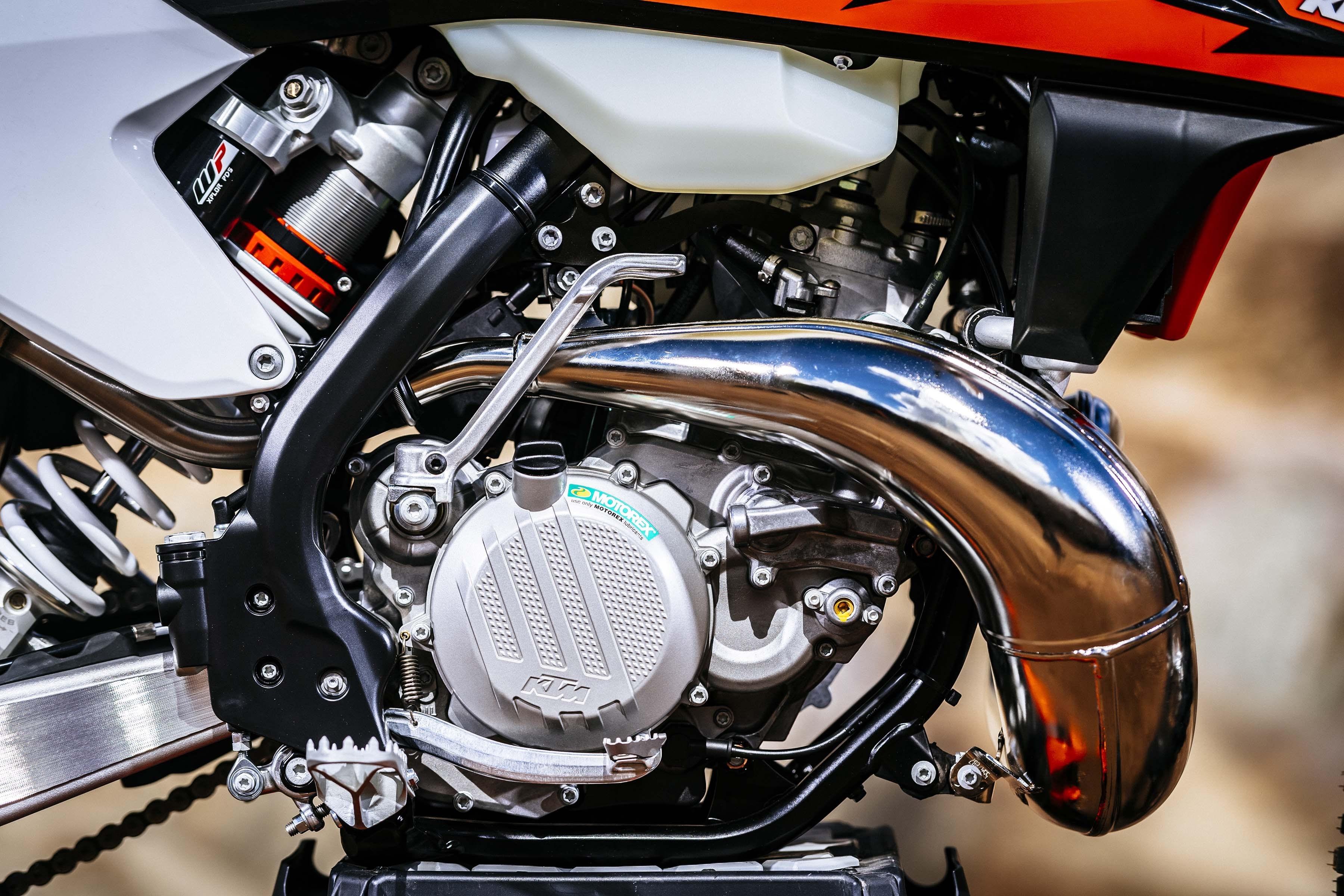 20170519_2018-KTM-250-300-EXC-TPI-dirt-bike260.jpg