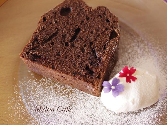 チョコレートケーキと食べられるドライフラワー10