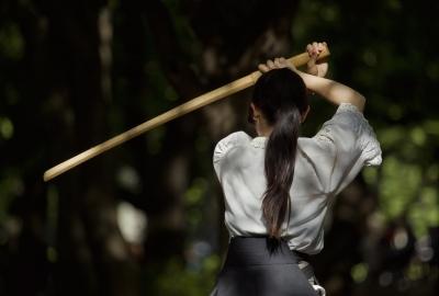 振りかざす 木刀
