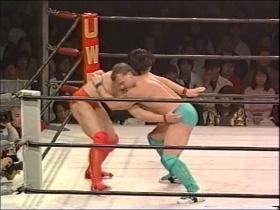 田村はその都度腰を落として防御、