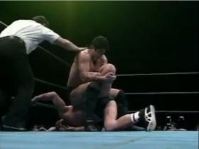 高田が逆片エビに切り返してエスケープ奪取