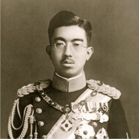 Hirohito_in_dress_uniform.jpg