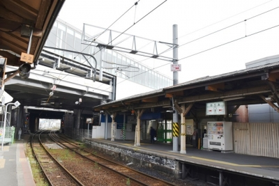 折尾駅若松線ホーム