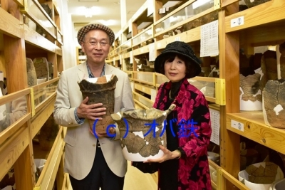 円筒土器と記念ショット 四季島三内丸山遺跡