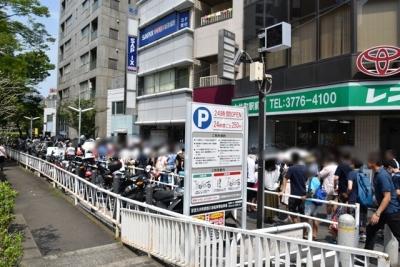 大井町駅前から行列