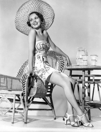 1950s-hat-and-play-suit_512.jpg